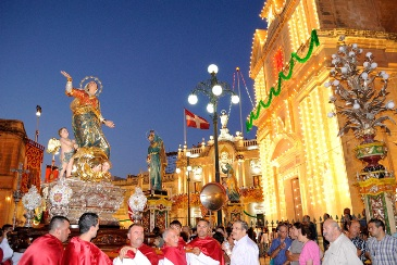 Picture of crowd during maltese feast